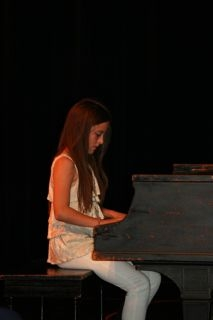 girl-at-piano